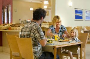 Allegro_Hotel_restaurant_family